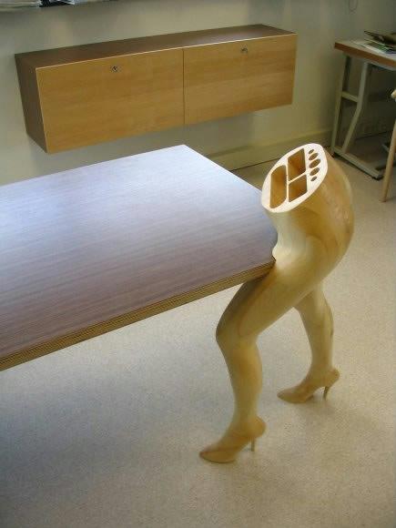 Kombineret bordbed og blyantsholder. Foto: Mario Philippona