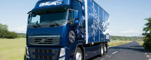 En Volvo-lastbil kører på det nye biobrændstof, BioDME, lavet af træ. (Foto: Volvo)