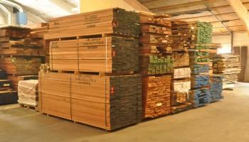 Artiklen beskriver formålet med imprægnering og hvordan mærkningerne kan bruges til at vurdere valg af det rette imprægnerede træ.