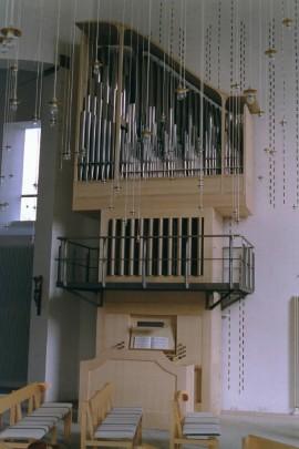 I jobbet som orgelbygger bygger man kirkeorgeler.