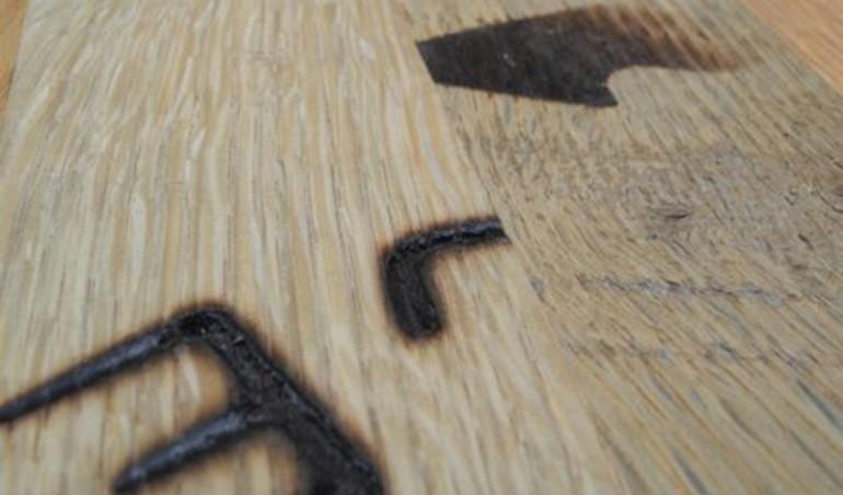 Rundt på gulvet med gamle whiskytønder   træ.dk