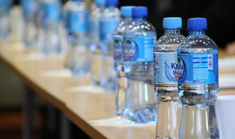 Flasker af træ kan erstatte miljøbelastende plastflasker