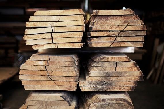 PP Møbler_kvalitetstræ på lageret