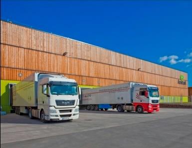 højlager og lastbile