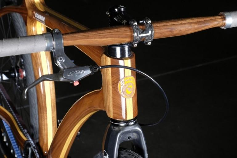 Chris Connor laver cykler af træ