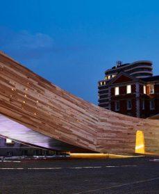 The Smile - Skulptur af træ CLT