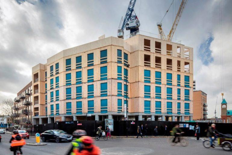 Bygning af CLT træelementer vejer under en femtedel af en tilsvarende bygning af beton.