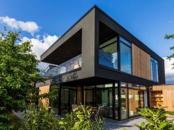 svævende bolig af træ og stål