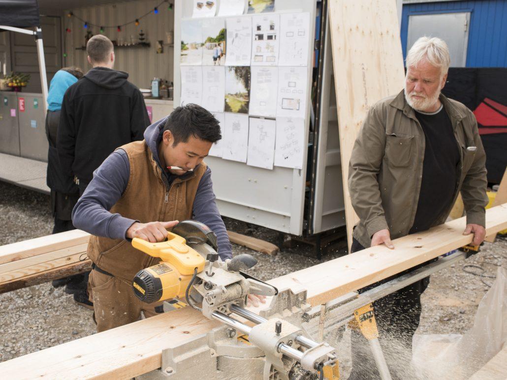Hjemløse borgere bygger flytbare træhuse - Træ.dk