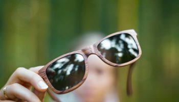 Timbered solbriller af træ